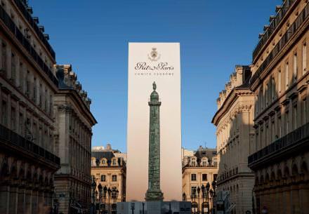 Le Ritz Paris a financé la restauration des 425plaques de bronze et de la statue de Napoléon composant la Colonne Vendôme, pour un montant estimé à 1,45million d'euros. CourtesyRitz Paris.