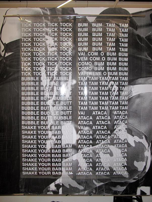 """""""United States of Gyalz"""" (2019), installation 9m3 au 64e Salon de Montrouge. Photo : Aïda Bruyère."""