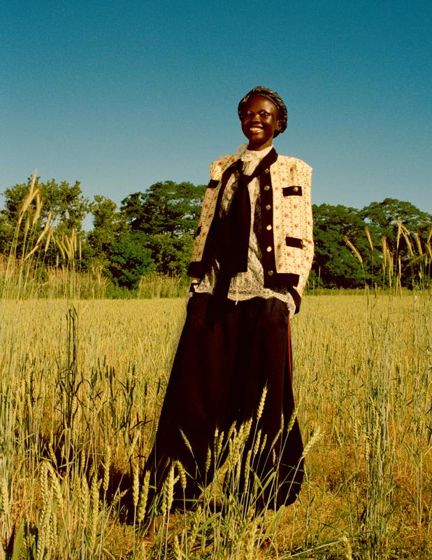 Veste gansée en soie imprimée, chemise en dentelle de soie, pantalon en jersey technique, cravate et foulard, GUCCI.