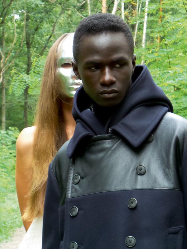 Manteau croisé en drap de laine et cuir, caban en drap de laine et col roulé en laine,Giorgio Armani.