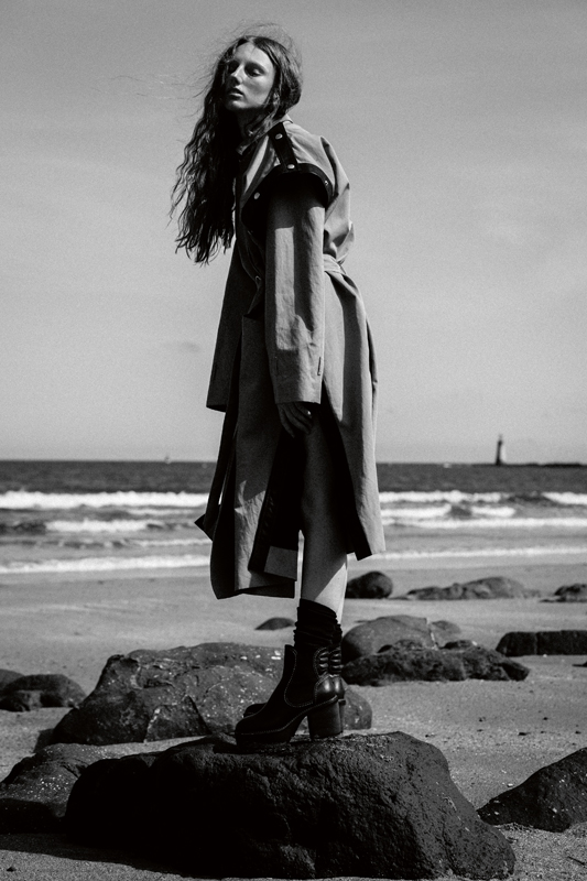 Oversized linen and cotton trench coat with leather inserts, GIVENCHY. Socks, CALZEDONIA. Shoes, SEE BY CHLOÉ.