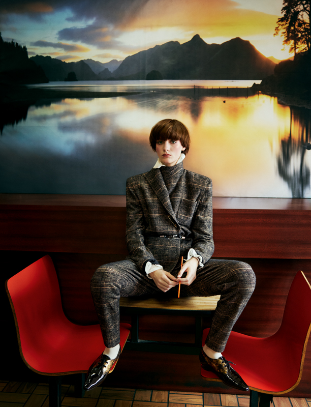 Jacket and wool Prince of Wales trousers and silk bouse, PHILOSOPHY DI LORENZO SERAFINI. Derbys, CHANEL. Socks, CALZEDONIA.