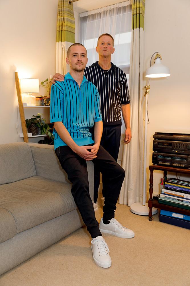 Polos zippés en maille de coton, tee-shirt en jersey de coton et pantalons de jogging en jersey, Hugo. Baskets, Hermès.