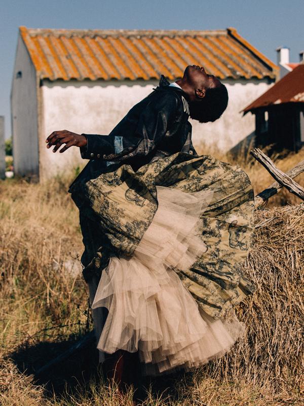 Manteau en cuir, robe en tulle de soie et robe en voile de coton imprimé, DIOR.