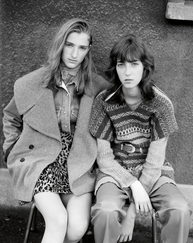To the left : mohair' coat, ROCHAS. Denim Shirt and scarf, MIU MIU. Leather' skirt with leopard print, SKIIM. To the right : Jacquard' wool pull and leather' trousers, ERIKA CAVALLINI. Cashmere' pull, AVANT TOI. Belt, ALBERTA FERRETTI.