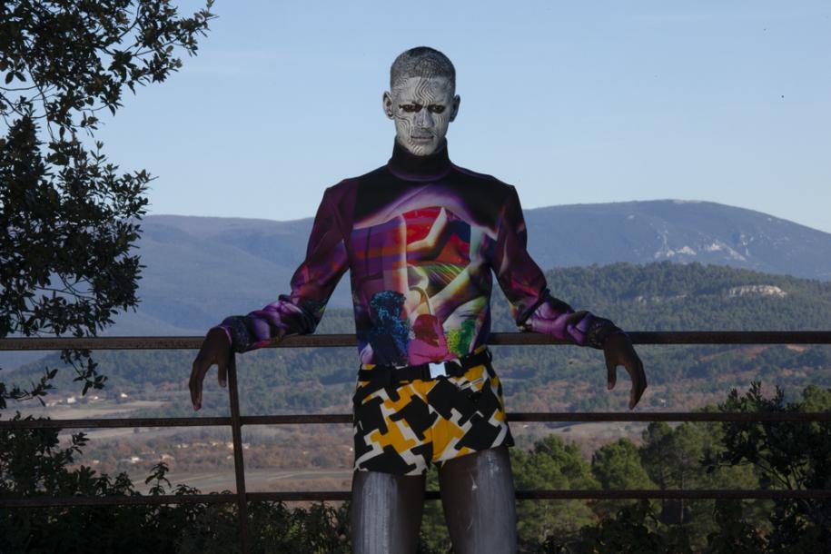Sous-pull en jersey de Lycra imprimé, short en polyester imprimé et ceinture,Prada.