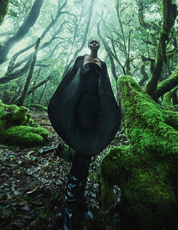 Robe plissée à bustier arabesque en crêpe Georgette et bottes, SAINT LAURENT PAR ANTHONY VACCARELLO.