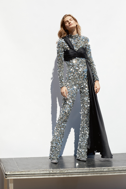 Fully embroidered sequins jumpsuit and chiffon bodice, MOSCHINO. Ankle boots, GIUSEPPE ZANOTTI.