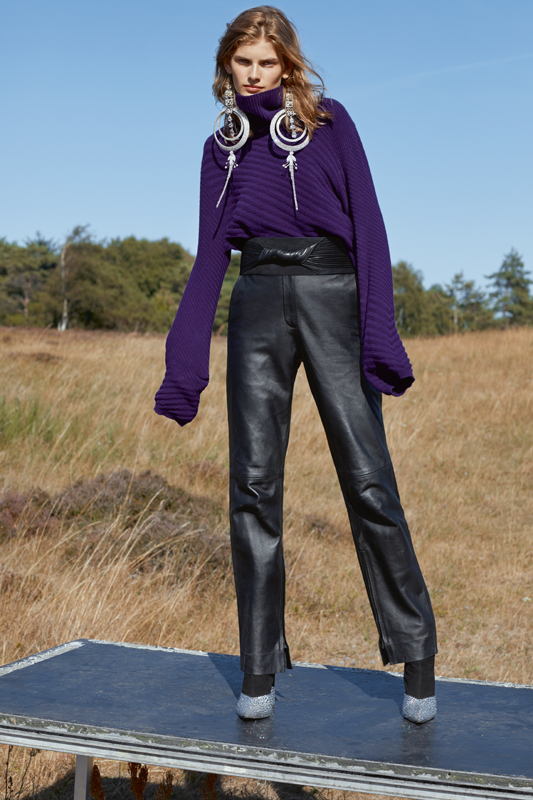 Wool sweater, ROBERTO COLLINA. Leather trouser, GOLDEN GOOSE DELUXE BRAND. Earrings, ERIK HALLEY. Belt, BALMAIN. Ankle boots, GIUSEPPE ZANOTTI.