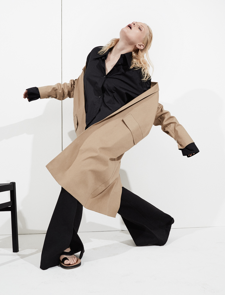 Raincoat and long cotton shirt, woolen and double side cashemere trousers, and sandals, CÉLINE.