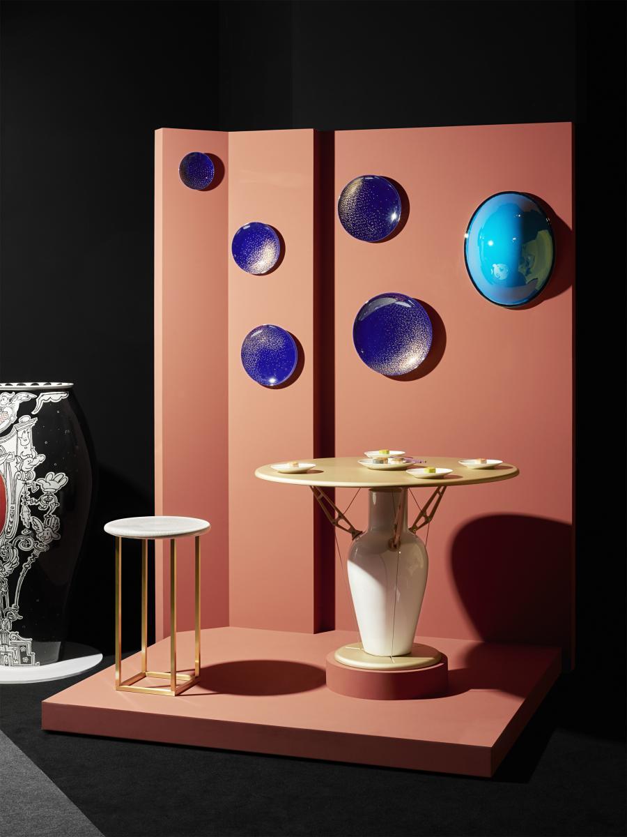 Table de Noé Duchauffour Lawrence (2017), édition de 8, porcelaine et métal. Photo : Philippe Fragnière.