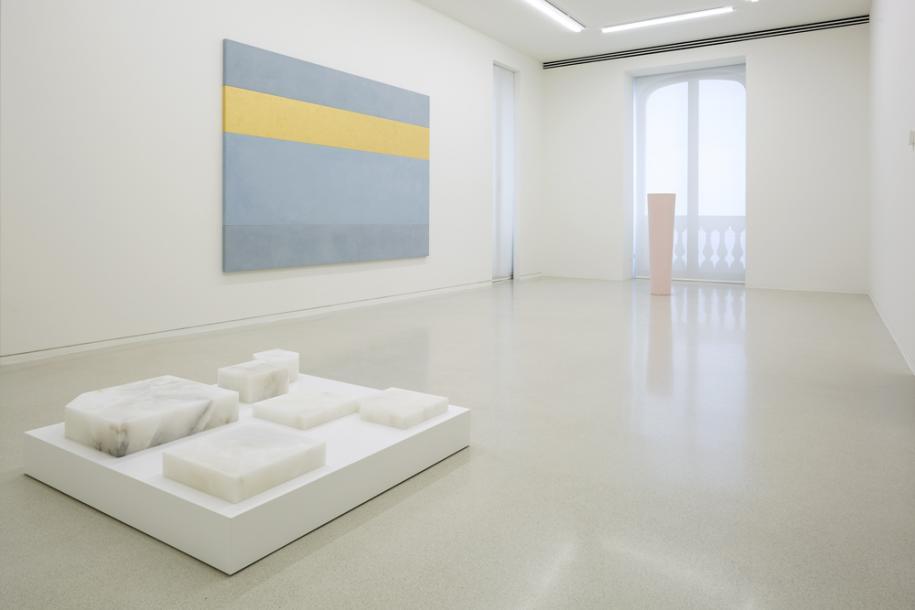 Vue d'expositionEttore SpallettiOmbre d'azur, transparence Nouveau Musée National de Monaco – Villa Paloma Photo: Werner Hannappel, VG-Bildkunst Bonn 2019