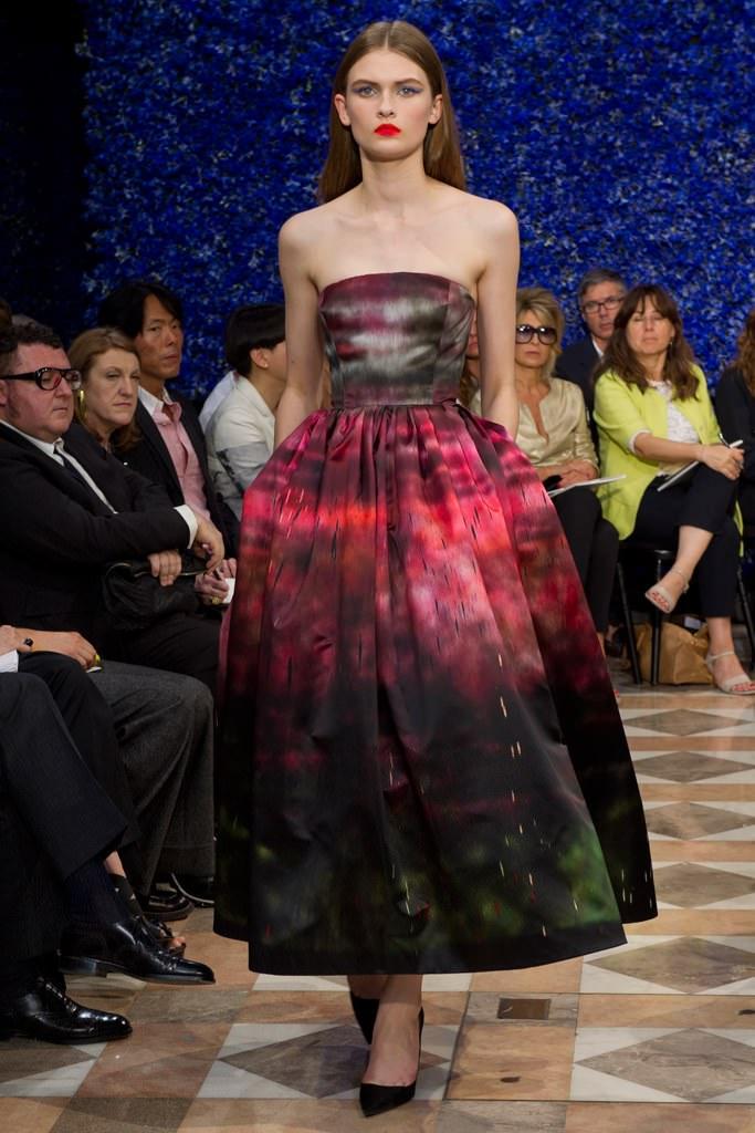 Défilé Raf Simons haute couture automne-hiver 2012-2013 inspiré du travail de l'artiste Sterling Ruby.