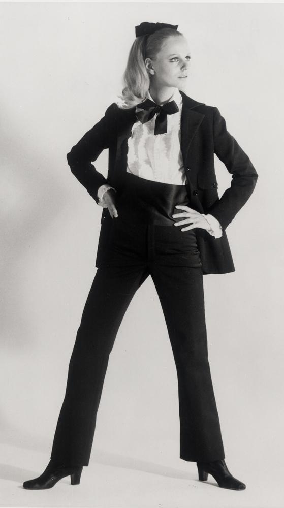 Yves Saint Laurent, smoking haute couture automne-hiver 1966. Mannequin Ulla © photo Gérard Pataa – Fondation Pierre Bergé Yves Saint Laurent