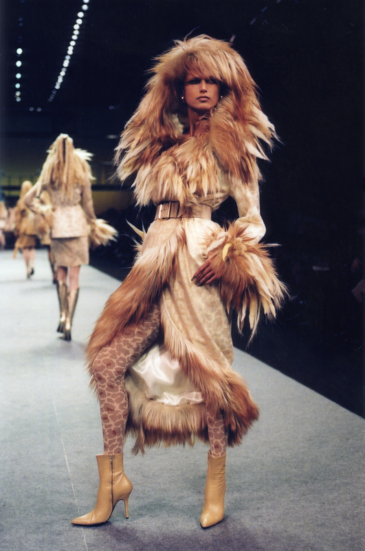 Thierry Mugler, collectionprintemps-étéautomne-hiver 2001-2002. Photo :Patrice Stable.