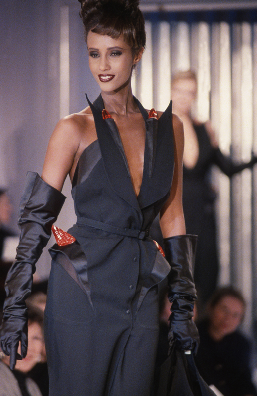 Thierry Mugler, collection prêt-à-porter automne-hiver 1989-1990. Photo :Patrice Stable.