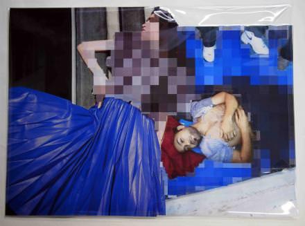 Thomas Hirschhorn Pixel-Collage n°14, 2015 33 x 45cm Imprimés, feuille plastique, ruban adhésif Courtesy de l'artiste et Galerie Chantal Crousel, Paris © Photo: Romain Lopez