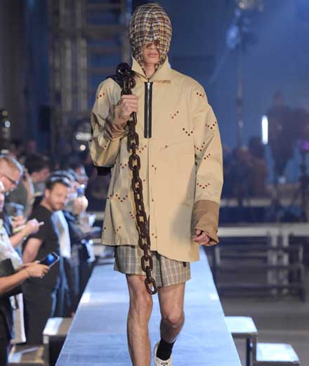 Raf Simons spring-summer 2016   2. STREETWEAR ON THE CATWALKS   Off-White, Hood By Air and Vetements owe a lot to him. Ever since he started his eponymous menswear label in 1995, Raf Simons has been able to synthesise the essence of underground cultures of yesterday and today within his collections, all while giving greater visibility to a fresher, more ambiguous masculinity. From tapered trousers (slim cuts before their time) to sweatshirts and t-shirts re-worked in noble fabrics with inserts of photos, sketches and graphics that render them unique, Raf Simons has lifted the lifestyles and passions of the young to the elevated ranks of high fashion. If his collections today combine an impeccable tailoring with revisited streetwear pieces it's because Raf Simon's clients have grown up with him.
