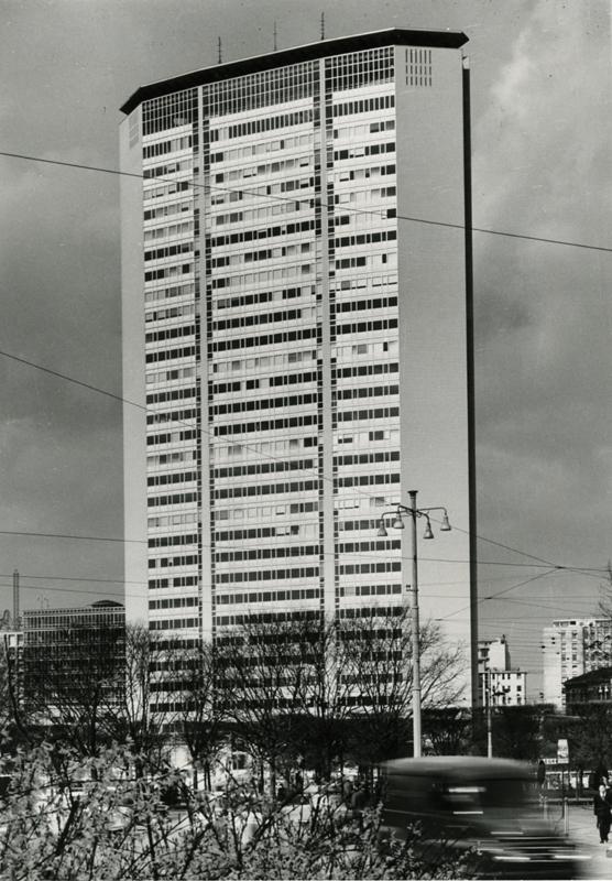 Tour Pirelli, Milan, 1960. © Milano, 1965 / Paolo Monti