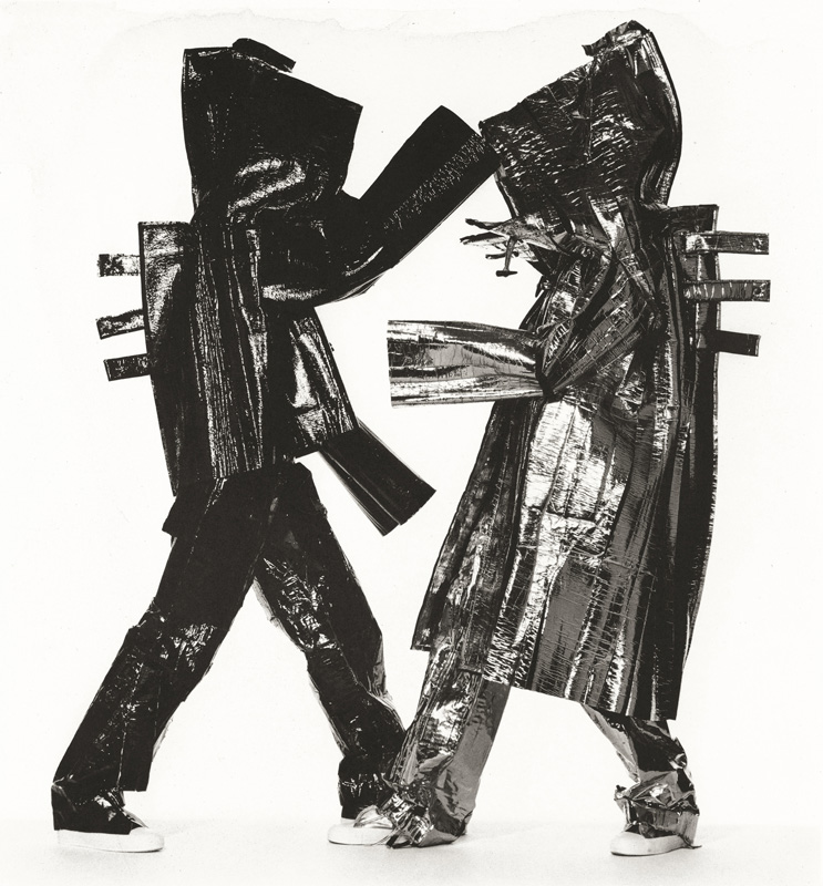 Two Miyake Warriors, New York, 1998. Épreuve au platine-palladium, 1999, 53,5 x 49,8 cm.