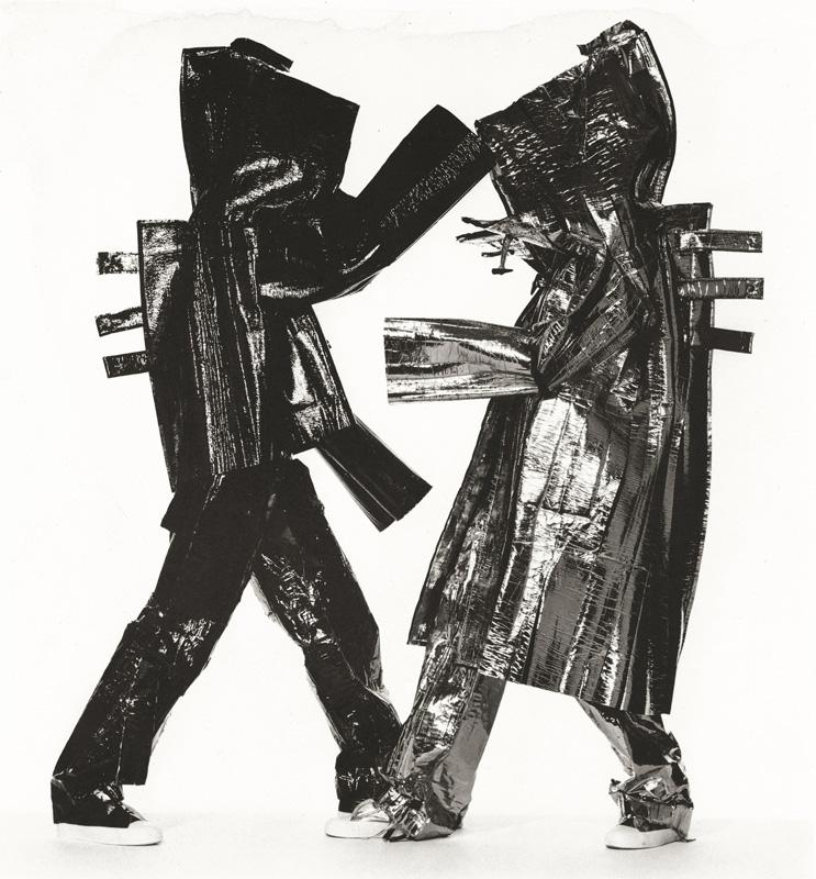 Two Miyake Warriors, New York, 1998. Épreuve au platine-palladium, 1999, 53,5 x 49,8 cm.