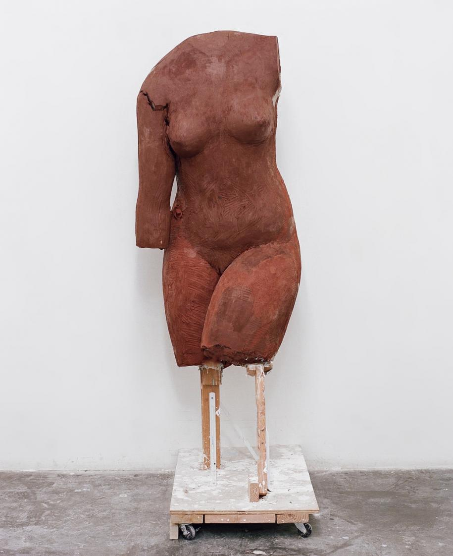 untitled (red body), 2017, ceramic © Vanessa Beecroft, 2017.
