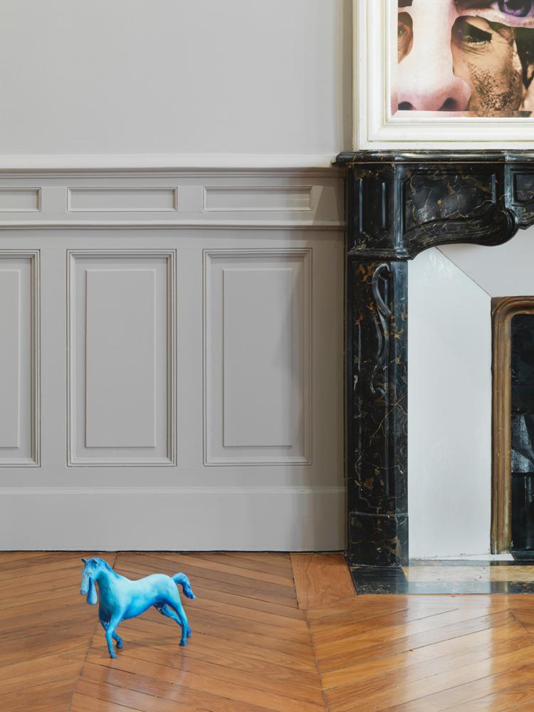 Urs Fischer, Crying Horse(2016), bronze moulé, apprêt acrylique, enduit etpeinture à l'huile. 22,2 × 31,8 × 8,9 cm. EA 2 d'une édition de 2 & 2 EA. Collection privée. Avec l'aimable autorisation de l'artiste,Gagosian Gallery, Sadie Coles HQ, Londres.