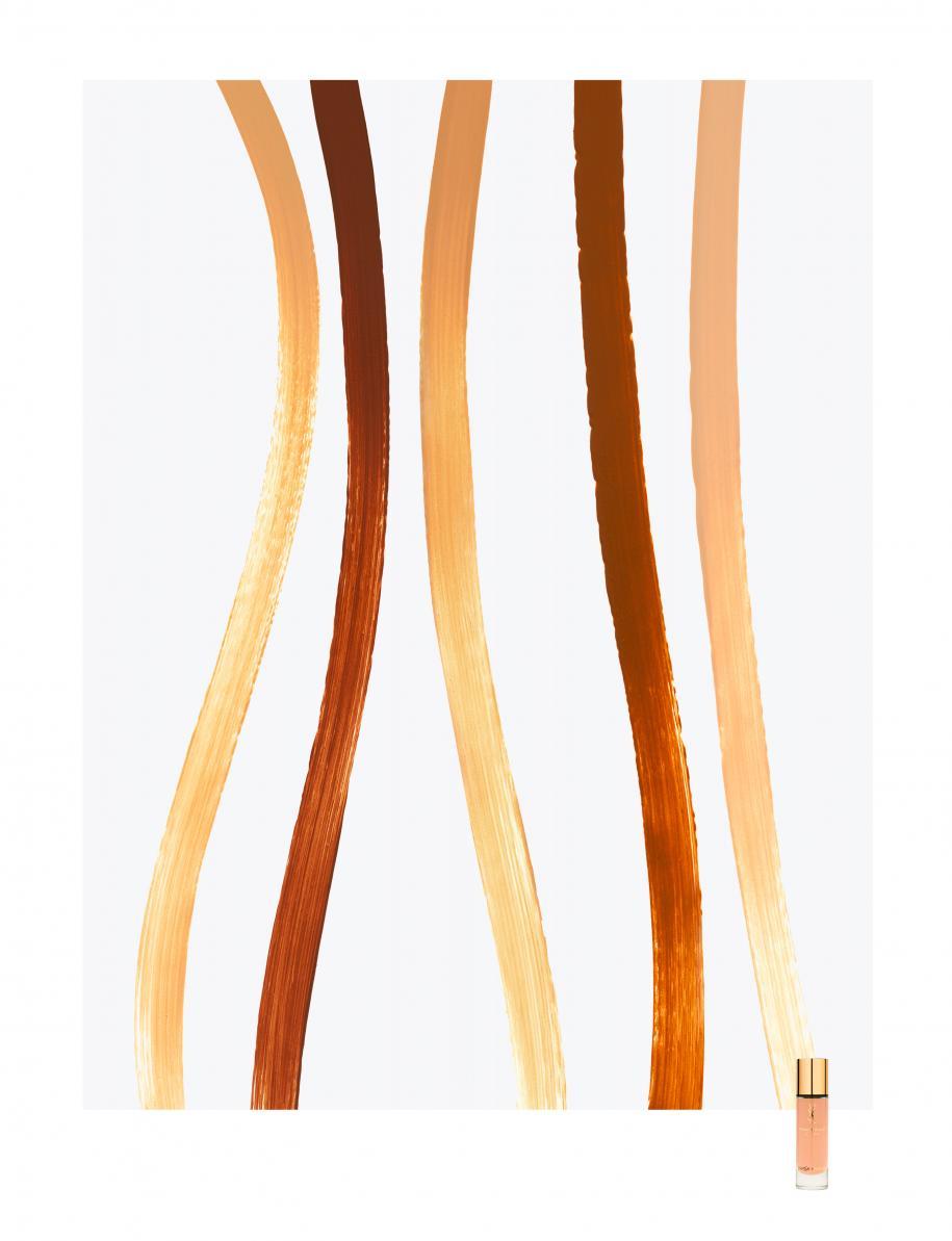 """De gauche à droite : les nuances B50 honey, B90 ebony, B40 sand, B80 chocolate et B20 ivory, """"ToucheÉclat Le Teint"""", YVES SAINT LAURENT."""