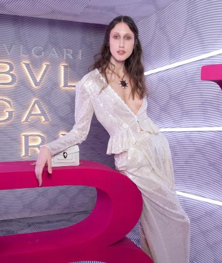 Anna Cleveland et Madeline Brewer célèbrent la nouvelle collection d'accessoires Bulgari