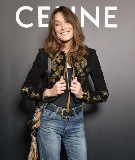 Carla Bruni et Camille Cottin au premier rang du défilé Celine par Hedi Slimane