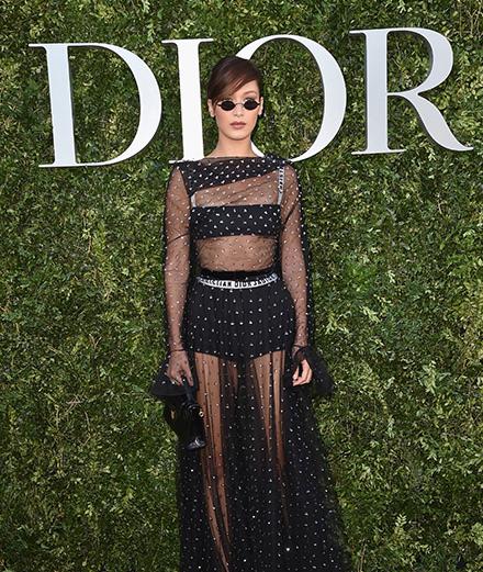 Quelles étaient les célébrités présentes à l'inauguration de l'exposition Dior aux Arts déco?