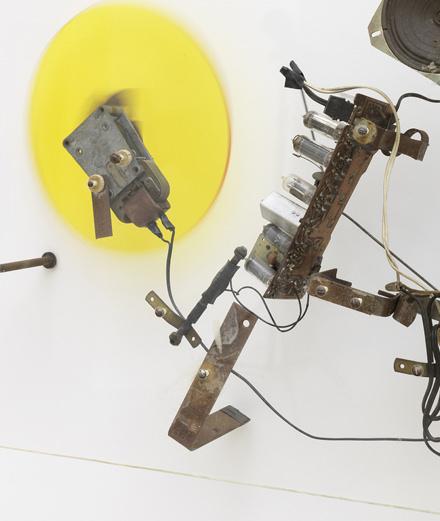 La mécanique folle de Jean Tinguely à la galerie Vallois