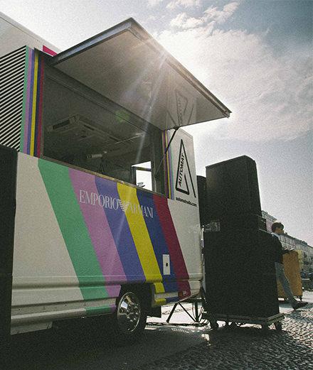 """Automat Radio : le """"music truck"""" d'Emporio Armani qui sillonne l'Europe"""