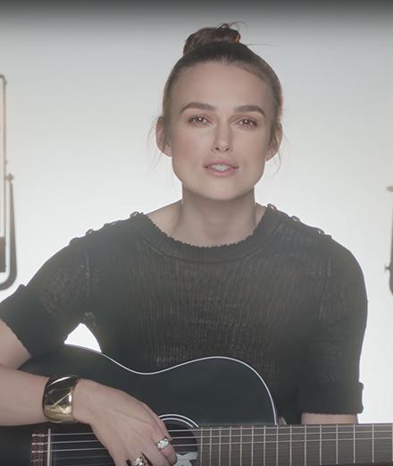 """Keira Knightley reprend """"Le Tourbillon de la Vie"""" pour Chanel"""