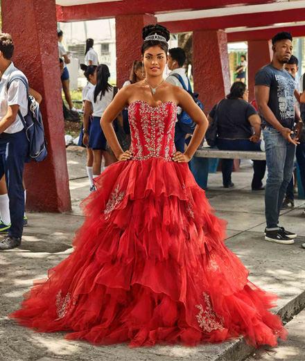 Avoir 15 ans à Cuba ? La vie des Quinceañeras vue par le photographe Frank Thiel