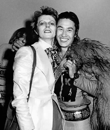 Hommage à Kansai Yamamoto, le créateur qui a habillé Ziggy Stardust