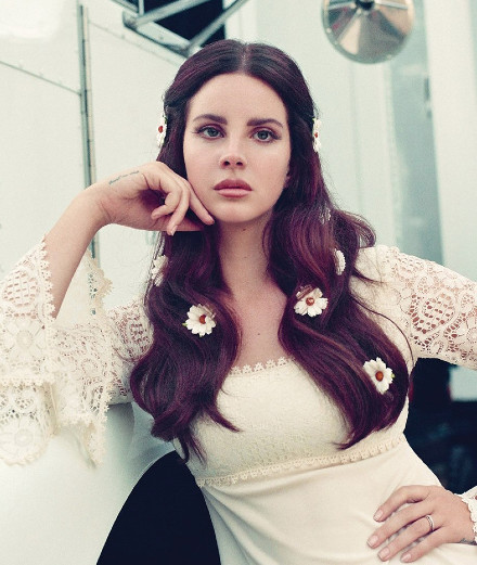 Lana Del Rey: what to expect from her first poetry book?