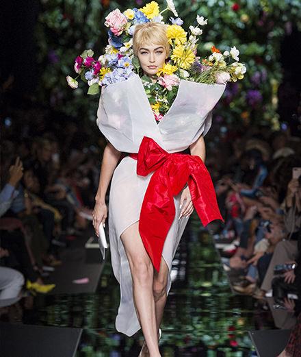 Les femmes-fleurs de Moschino printemps-été 2018