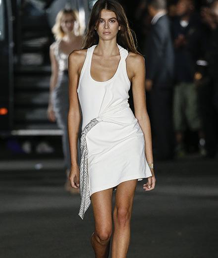 Alexander Wang emmène littéralement la mode dans la rue
