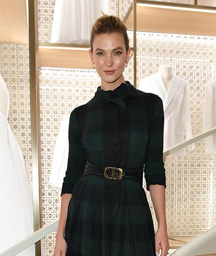 Karlie Kloss célèbre l'ouverture de la boutique Dior sur les Champs-Elysées