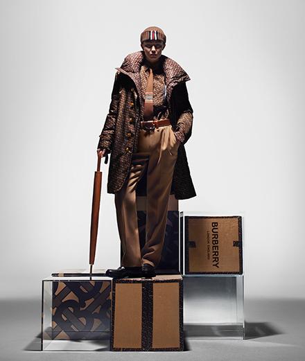 Burberry dévoile une collection monogrammée incarnée par Gigi Hadid