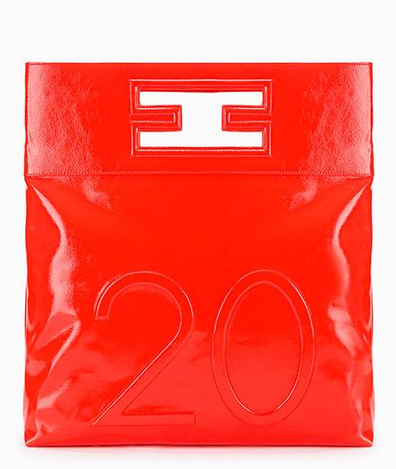 Le label italien Elisabetta Franchi célèbre ses 20 ans avec une collection rouge