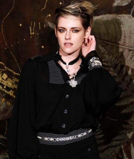 Kristen Stewart et Lily-Rose Depp au défilé Chanel Métiers d'Art