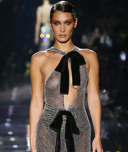 Bella Hadid plus glamour que jamais au défilé Tom Ford