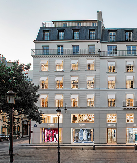 Dior inaugure sa nouvelle boutique rue Saint-Honoré avec sa collection Fall 2020