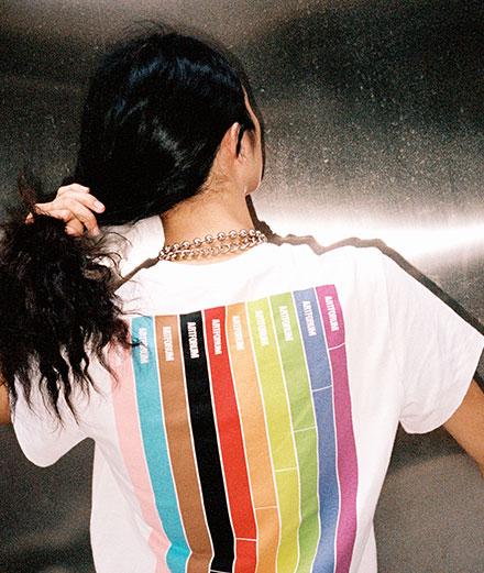 """Helmut Lang soutient le """"Pride Month 2019"""" avec un t-shirt et un hoodie"""