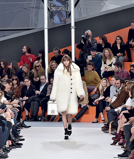 Louis Vuitton célèbre sa mode dans un livre