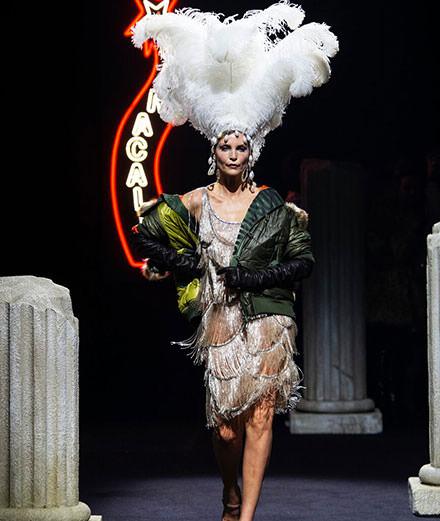 À Rome, Moschino investit les studios Cinecittà pour ses collections homme automne-hiver 2019-2020 et pre-fall 2019