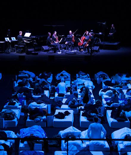 On a passé une nuit, au lit, à la Philharmonie