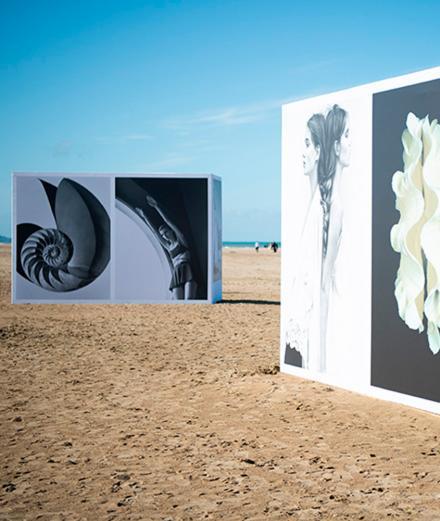 Les photos iconiques de Koto Bolofo sur la plage de Deauville
